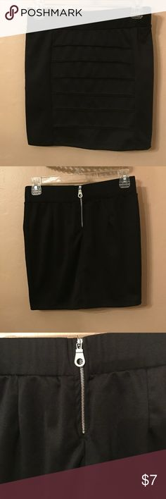 🌟Bundle for $5🌟Black mini skirt Elastic waist band gives this skirt a little bit of stretch. Could also fit a size small. wild punch Skirts Mini