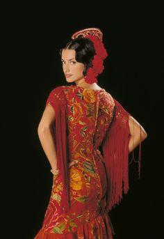 """Penélope Cruz como Macarena Granada en """"La niña de tus ojos"""" (1998). Diseño de vestuario: Lala Huete y Sonia Grande. Goya al mejor vestuario en el año 1999."""