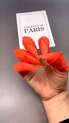 Cool Paper Crafts, Paper Crafts Origami, Fun Crafts, Diy Crafts Hacks, Diy Arts And Crafts, Instruções Origami, Oragami, Anime Crafts, Cosplay Diy