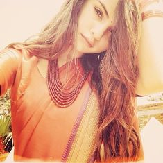 New Delhi, May 24 (IANS) Hollywood singer and fashion icon Selena Gomez took a break from wearing sensual dresses and skirts, to drape a traditional Indian sari Selena Gomez Fashion, Style Selena Gomez, Selena Gomez Fotos, Selena Selena, Justin Selena, Selena Gomez Selfies, Justin Bieber, Alex Russo, Indian Look
