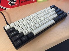 Dolch keyset combined with possibly Granite's or some other light DSA alphas on a Poker 2. DSA.  I think the combination is nice.