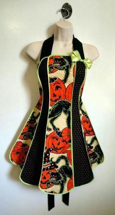 Items similar to Vintage inspired Halloween apron - Pumpkin Party stylist / kitchen apron by XO Skeleton Creations - Alexander Henry fabric on Etsy Retro Halloween, Halloween Apron, Holidays Halloween, Halloween Decorations, Halloween Crafts, Halloween Stuff, Halloween Labels, Halloween Season, Halloween Halloween