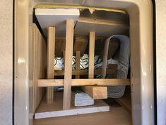 Aanpassen koelbox Dehler 36 JV (deel 2)  Lijmen van de PIR-platen in de koelbox en aanbrengen van een eerste triplex afwerklaag. Epoxy, Shoe Rack, Ladder Decor, Home Decor, Decoration Home, Room Decor, Shoe Racks, Home Interior Design, Home Decoration