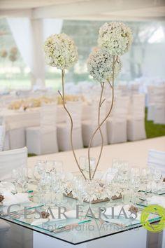 Arrelgo clásico en blanco y dorado. hortensias / Classic white and gold centerpiece, hortensias
