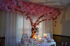Window topper is balloons and the create a tree below it. Balloon Tree, Balloon Display, Balloon Flowers, Ballon Arrangement, Deco Ballon, Balloons Galore, Balloons And More, Baby Shower Balloons, Shower Party