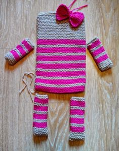 """If a friend's daughter shows you her bear doll and says: – """"Can you make me … - Katzen Knitted Doll Patterns, Knitted Dolls, Baby Knitting Patterns, Loom Knitting, Crochet Patterns, Crochet Bear, Crochet Toys, Crochet Cushions, Crochet Projects"""
