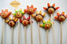 *****From Sugar Swings! - Turkey Pops (make with chocolate frosting, vanilla wafers, candy corn- for feathers and cut for nose, black gel for eyes...don't have to be on a stick)
