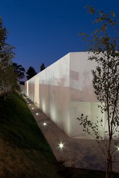Gallery of Santo Tirso Call Center / Aires Mateus - 1 Minimalist Architecture, Space Architecture, Beautiful Architecture, Architecture Details, Outdoor Light Fixtures, Outdoor Lighting, Exterior Design, Interior And Exterior, Call Center