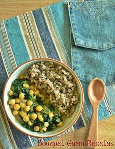 Curry de espinacas y garbanzos con cebada// Chickpea Spinach Curry. Coconut milk and Garam Masala powder by Bouquet Garni Recetas