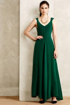 Would be so pretty for Christmas. Love the classic, green velvet and pretty lines.