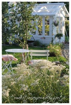 Oma koti onnenpesä Home Greenhouse, Greenhouse Gardening, Cottage Garden Sheds, Home And Garden, Outdoor Living Areas, Outdoor Rooms, Victorian Greenhouses, Yard Sheds, English Cottage Style