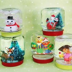 DIY mimi snow globes made from recycled baby food jars. Or reuse larger jars to make bigger scenes for lots or winter/holiday fun! Great family holiday project!