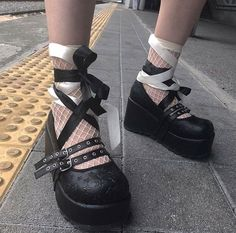 Dr Shoes, Goth Shoes, Me Too Shoes, Goth Platform Shoes, Grunge Goth, Aesthetic Shoes, Aesthetic Clothes, Alternative Outfits, Alternative Fashion