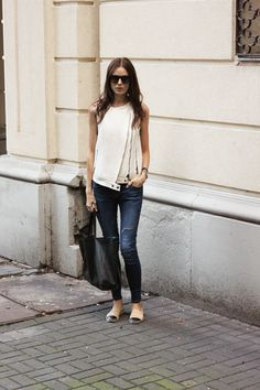 Casual & cute with chanel espadrilles look com alpargata, primavera ver Casual Chic, Style Casual, Casual Outfits, Cute Outfits, Denim Fashion, Love Fashion, Fashion Outfits, Chanel Espadrilles Outfit, White Espadrilles