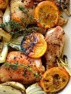 O frango é uma carne macia, que se cozinha facilmente e não é caro. Selecionamos 10 receitas diferentes para você variar seu frango assado.