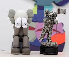 KAWS redesigns the MTV moonman