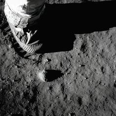 Apollo 11 astronaut Neil Armstrong (died 25 ago 2012) leaves a footprint on the surface of the Moon at Tranquility Base. Foto Buzz Aldrin: Corbis.