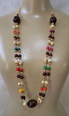Colar confeccionado com sementes de açaí, contas de madeira, cordão algodão.  Comprimento regulável.  PEÇA ÚNICA    COLAR SEMENTES EXCLUSIVO FLOR ETERNA BIJOUX Bead Jewellery, Boho Jewelry, Jewelery, Jewelry Necklaces, Jewelry Design, Beaded Bracelets, Bijoux Agate, Handmade Necklaces, Handmade Jewelry