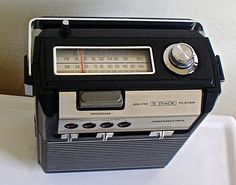 SOUNDESIGN-Portable-8-track-player-AM-FM-Radio-