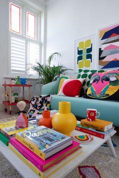 Funky Bedroom, Retro Bedrooms, Retro Living Rooms, Colourful Living Room, Room Ideas Bedroom, Living Room Decor, 1980s Living Room, Colourful Bedroom, Colourful Lounge