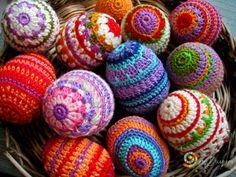 Tina& handicraft : 60 designs ornamental eggs for easter Crochet Amigurumi, Crochet Yarn, Crochet Toys, Easter Egg Crafts, Easter Eggs, Loom Patterns, Crochet Patterns, Manta Crochet, Yarn Thread