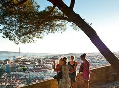 Que diriez-vous d'un séjour citadin au Portugal?  Jouis la fin de l'été au Portugal et découvre avec le super offre de l' Economy Light de SWISS les villes superbe Lisbonne et Porto pour un prix incroyable de seulement 99.- !  Réserve ici ton vol: http://www.besoin-de-vacances.ch/swiss-economy-light-portugal-specials-pour-seulement-99/