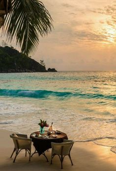 the-naughty-southern-belle:  they-call-me-nita:  Dinner on the beach  The Four Seasons Resort, The Seychelles  Here. Now. Please!!