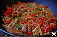 Schnelles Thai - Curry mit Huhn, Paprika und feiner Erdnussnote, ein sehr leckeres Rezept aus der Kategorie Geflügel. Bewertungen: 774. Durchschnitt: Ø 4,6.
