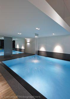 Exclusief binnenzwembad met waterval uit het plafond, design overloopzwembad ‹ De Mooiste Zwembaden