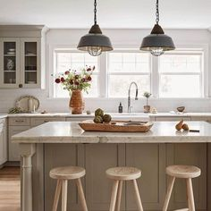 Kitchen Tour Love the little details in this kitchen! Swipe right to see all angles! Design: @beccainteriors #Regram via @CQi7MOggzlZ Diy Home Decor On A Budget, Handmade Home Decor, Diy Room Decor, Decorating Your Home, Diy Furniture Flip, Diy Home Improvement, Stores, Decoration, Home Organization