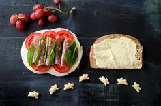 Applegate Provolone and Salame Sandwich with Aioli, Basil and Tomatoes on Rudi's Bread. #rockthelunchbox