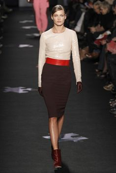 What's not to love about this ... right down to the little brown leather gloves. Definitely a Whip Hand look to keep. DVF RTW.