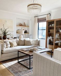Cozy Living Rooms, Home Living Room, Living Room Designs, Living Room Decor, Dining Room, Modern Traditional Decor, Traditional House, Traditional Living Rooms, Modern Contemporary