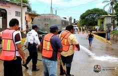 Trabajadores del ayuntamiento juchiteco apoyaron en labores de limpieza en zonas afectadas por lluvias
