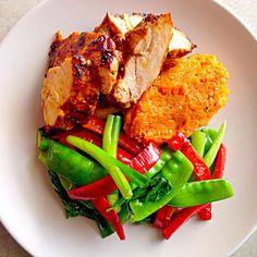 レシピとお料理がひらめくSnapDish - 46件のもぐもぐ - Peri Peri Chicken, Carrot + Cumin purée, Snow Peas Capsicum Spring Onion and Pak Choy by Chrisy Hill
