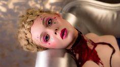 """Makes usados por Elle Fanning em """"Neon Demon"""" abriram nossa série de maquiagens em filmes que inspiram a vida real. Primeiro capítulo: glam + f..."""