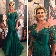 Inspiração para mãe da noiva ou do noivo! Via: @bordadosepaetes ig top com os vestidos mais bafos ❤️❤️ Amo @bordadosepaetes