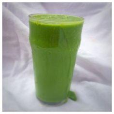 En riktigt god och mättande grön smoothie som jag åt som mellanmål på förmiddagen idag. Jag genomför en 10-dagars detox med Rabarber Healthy Living och gröna smoothies gör verkligen jobbet. De mätt...