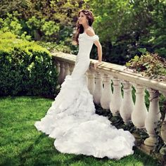 bride leaning against a railing (I could do this on our deck) #wedding #photography