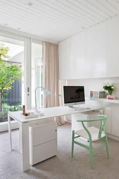 Beautiful and Inspiring Workstations. Image via http://webdesignledger.com