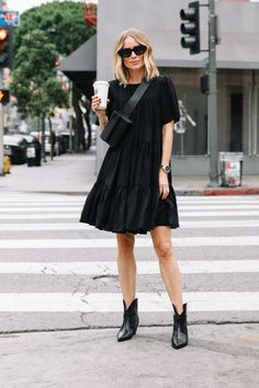 Total Black Monochromatic Look ★ How to wear women. # cowboy boots outfit mens Total Black Monochromatic Look ★ How to wear women. Fashion Week, Look Fashion, Daily Fashion, Autumn Fashion, Fashion Outfits, Womens Fashion, All Black Fashion, All Black Style, Fashion Hacks
