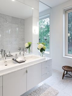 Bathroom Design Idea - Extra Large Sinks Or Trough Sinks .This long sink has a wood divider on top of it that lets water flow underneath it and provides an extra spot to store a few small items. Large Bathroom Design, Large Bathroom Sink, Bathroom Vanity Designs, Large Bathrooms, Bathroom Wall Decor, Budget Bathroom, Bathroom Interior, Master Bathroom, Bathroom Ideas