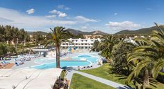 Jutlandia Family Resort Santa Ponsa Jutlandia Family Resort is located in Santa Ponsa, just 450 metres from Santa Ponsa Beach. It offers 3 outdoor pools and air-conditioned apartments with a private balcony and pool views.