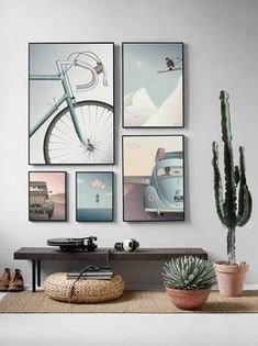 You can achieve a calm and harmonious look by grouping your posters and pictures together to create a gallery wall. See a selection of gallery walls here! Decor Interior Design, Interior Design Living Room, Living Room Designs, Living Room Decor, Dining Room, Interior Livingroom, Kitchen Interior, Gallery Wall Layout, Gallery Walls