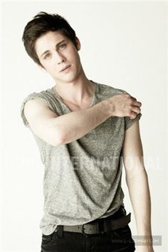 Logan Lerman - logan-lerman photo OMG. I'M DYING OH M Y GOSH SO MUCH VAMPIRE PALENESS. OMG.