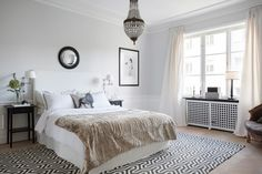black accents in the carpet, tables, picture frame and mirror add contrast to a pale neutral bedroom by Sofia Jakerson-Tretow - skonahem via atticmag Chic Bedroom Design, Home, Interior Design Inspiration, Bedroom Design, House Interior, Bedroom Inspirations, Interior Design Blog, Home Interior Design, Interior Design
