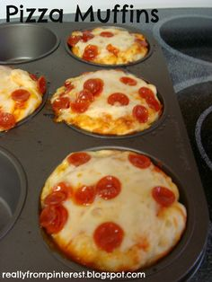 "Cupcake Pizzas-better than pizza bites! Pillsbury Refrigerated Pizza Dough Pizza Sauce Shredded Cheese Pepperoni Cupcake Tin (I used a muffin tin so the pizzas were bigger) ""Burnt them a bit but still delicious! Totally making this again! Think Food, I Love Food, Good Food, Yummy Food, Yummy Lunch, Fun Food, Pizza Cupcakes, Pizza Muffins, Food Cakes"