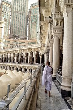 Man Walks on the Second Floor of Masjid al-Haram in Makkah, Saudi Arabia. Posted date by Bonnie Renee Cultural Architecture, Islamic Architecture, Art And Architecture, Masjid Al Haram, Beautiful Mosques, Beautiful Places, Abu Dhabi, Places To Travel, Places To Visit