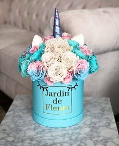 45 Ideas for flowers gift bouquet decor Bouquet Box, Gift Bouquet, Flower Box Gift, Flower Boxes, Gift Flowers, Beautiful Flower Arrangements, Floral Arrangements, Amazing Flowers, Pretty Flowers