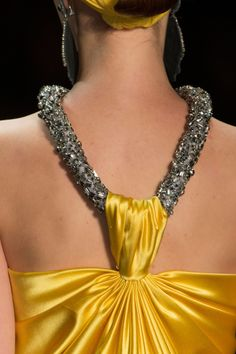 View all the detailed photos of the Naeem Khan spring / summer 2016 showing at New York fashion week. New Yorker Mode, Naeem Khan, Spring Summer 2016, Donna Karan, Yellow Dress, New York Fashion, Fashion Details, Evening Gowns, Fashion Accessories